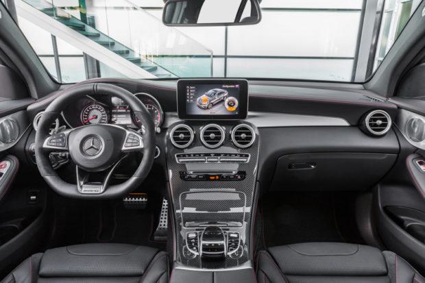Mercedes-AMG GLC 43 4MATIC Coupé Cockpit