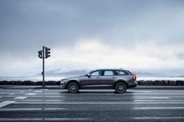 Volvo V90 Cross Country Seitlich