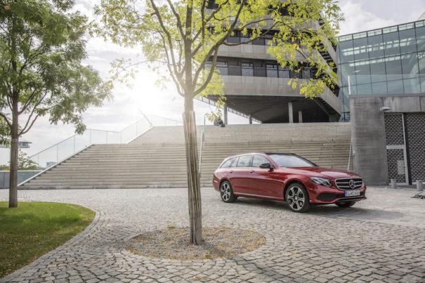 Mercedes-Benz E 220d T-Modell Stehend