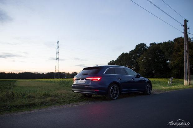 Audi A4 Avant B89 nachts Heck