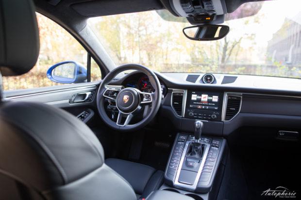 2016-porsche-macan-cockpit