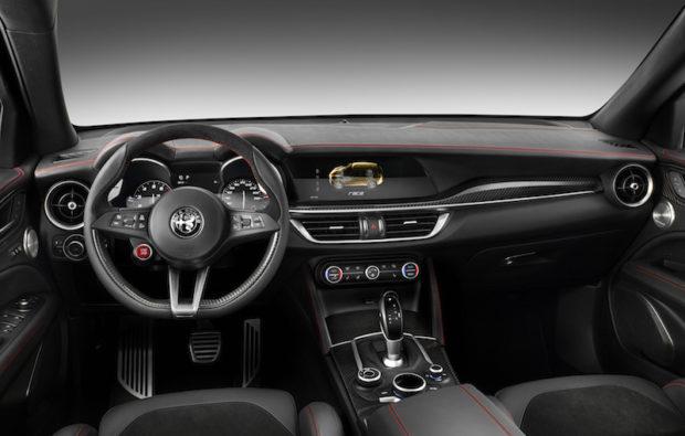 2018 Alfa Romeo Stelvio Cockpit