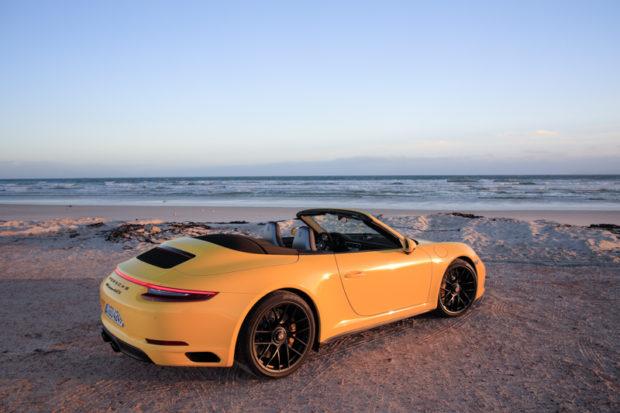 Porsche 911 GTS Cabrio Racingyellow
