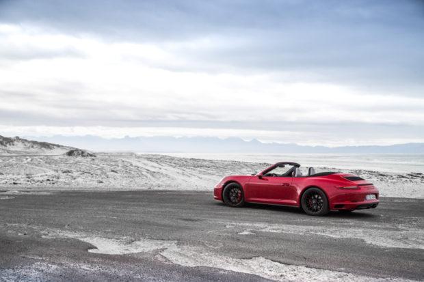 Porsche 911 GTS Cabriolet Carminred