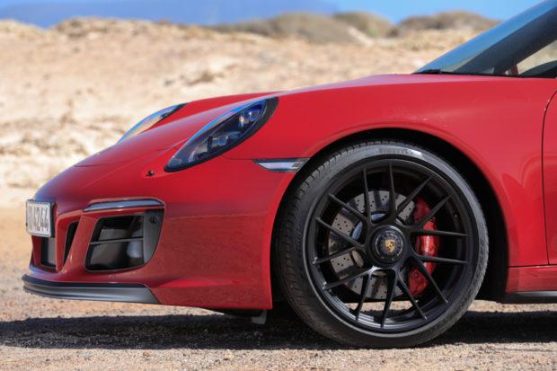 Front Porsche 911 GTS