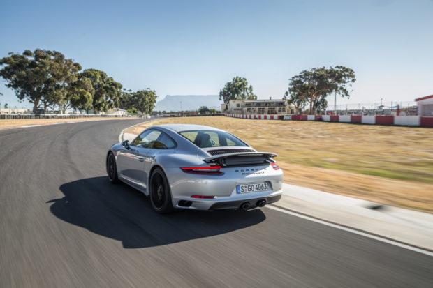 Porsche 911 GTS rhodium silber