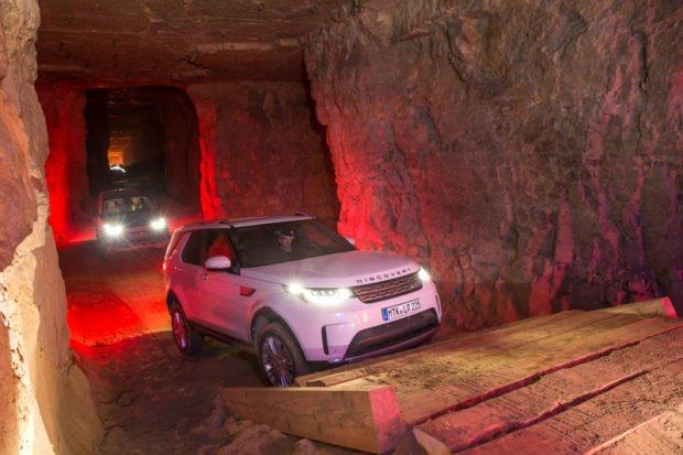 Land Rover Discovery 5 Treppen steigen