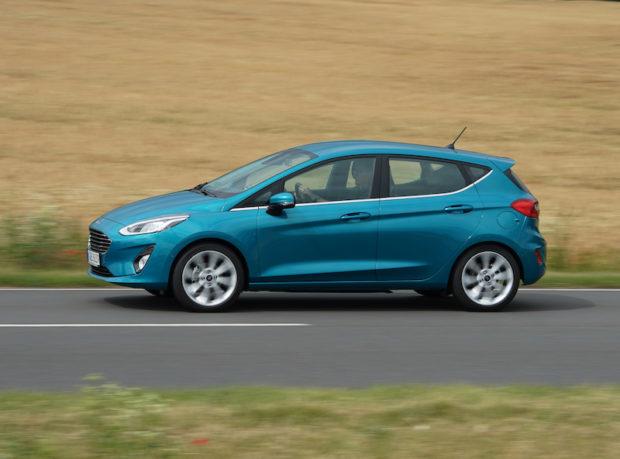 Fahrend neuer Ford Fiesta