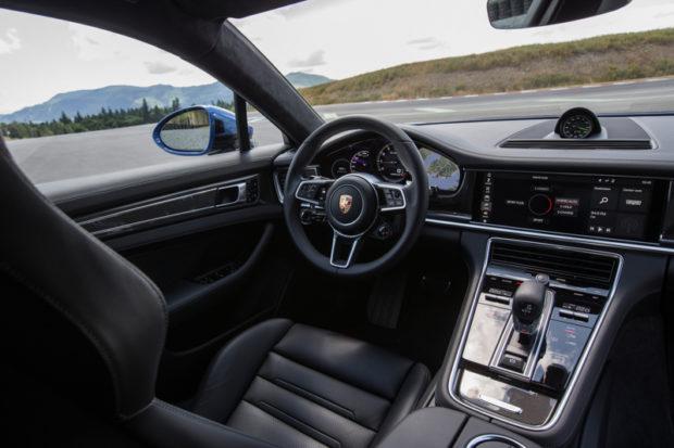 Panamera Turbo S E-Hybrid Cockpit