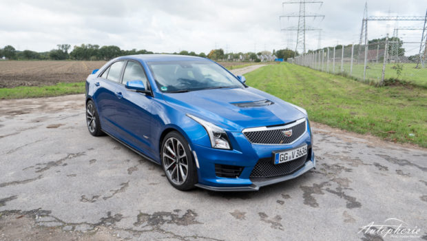 Cadillac ATS-V Blau