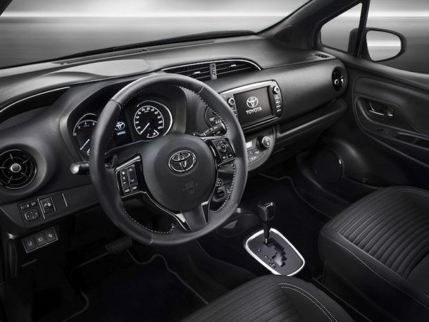 2017 Toyota Yaris Hybrid Cockpit