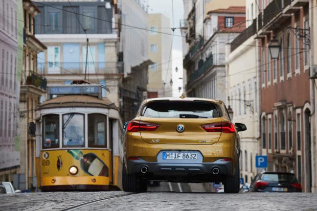 BMW X2 F39 Galvanic Gold Heck