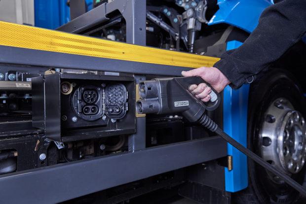 Mercedes-Benz eActros aufladen CCS