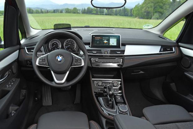 BMW 218i Active Tourer Innenraum Sport Line