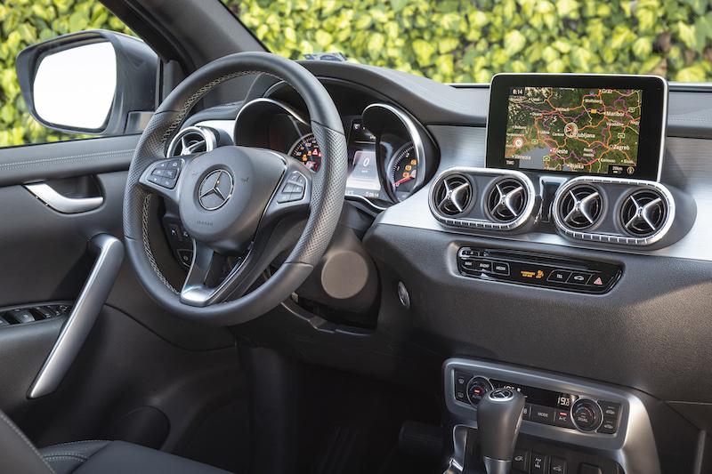 Mercedes-Benz X 350d 4MATIC Cockpit
