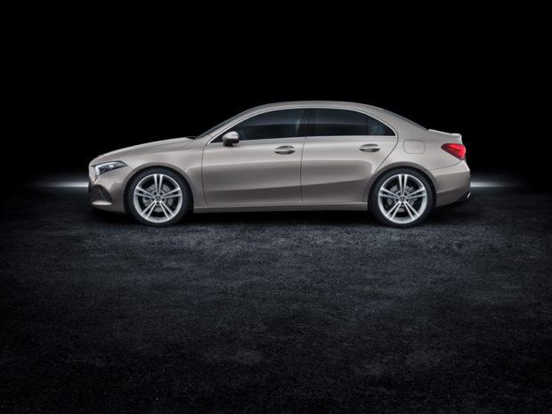2018 Mercedes-Benz A-Klasse Limousine V177 Seitenansicht