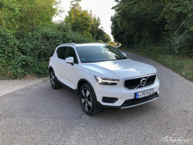 2019 Volvo XC40 T3 Momentum Weiss 19 Zoll