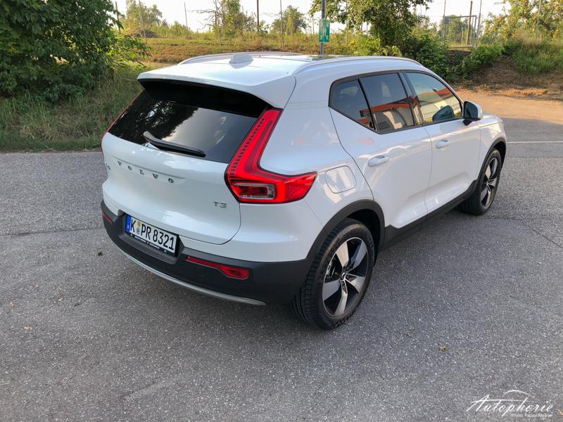 2019 Volvo XC40 T3 Momentum Weiss Heck