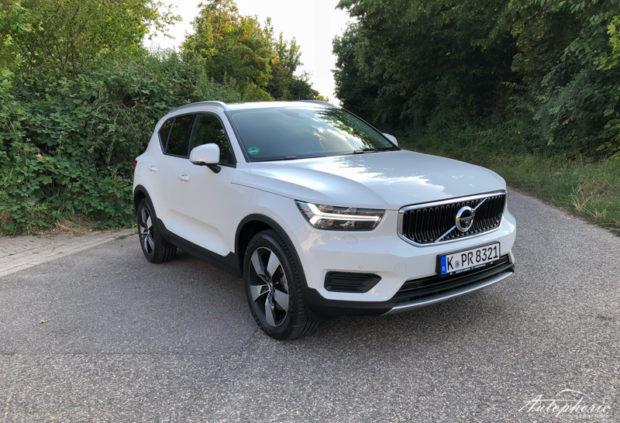 2019 Volvo XC40 T3 Momentum Weiss
