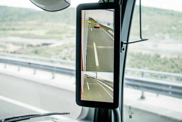 Mercedes-Benz Actros 1863 LS 4x2 MirrorCam Display