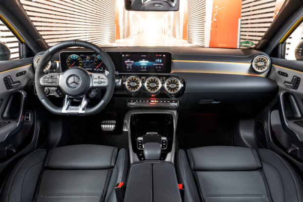 Mercedes-AMG A 35 4MATIC Cockpit