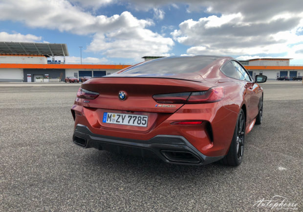 BMW M850i xDrive Coupé Sunset Orange Carbon Paket Heck
