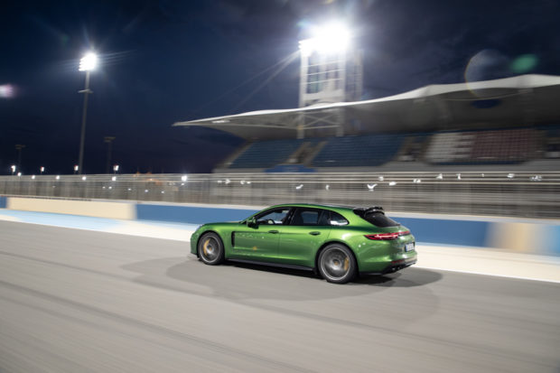 Panamera GTS Sport Turismo Mambagrün nachts