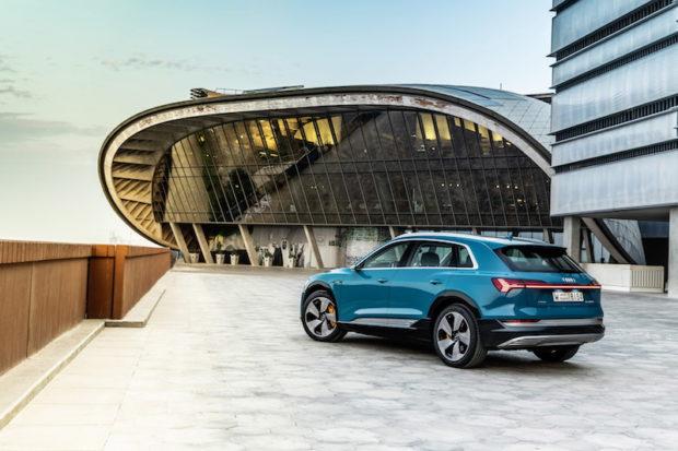 Audi e-tron 55 quattro Antiguablau