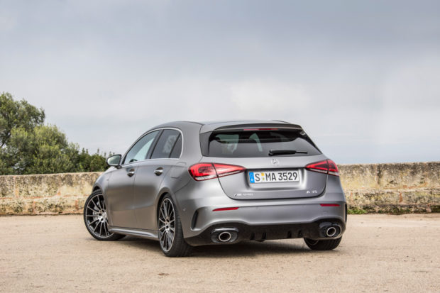 Mercedes-AMG A35 4MATIC mountaingrau magno Heck