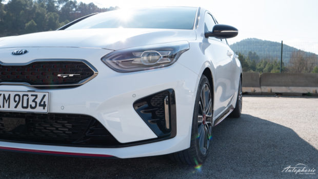 2019 Kia ProCeed GT weiss Detail Front