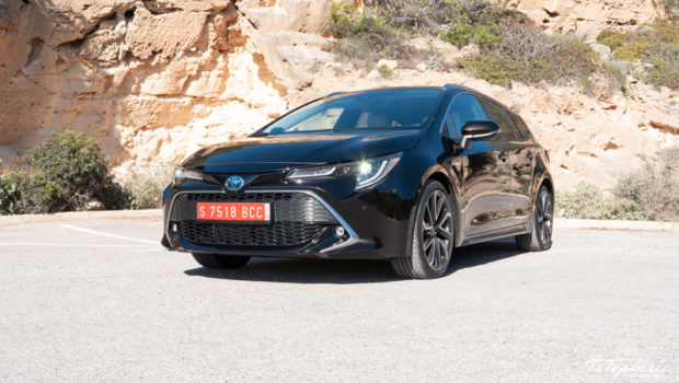 2019 Toyota Corolla Touring Sports 2.0 Hybrid Front