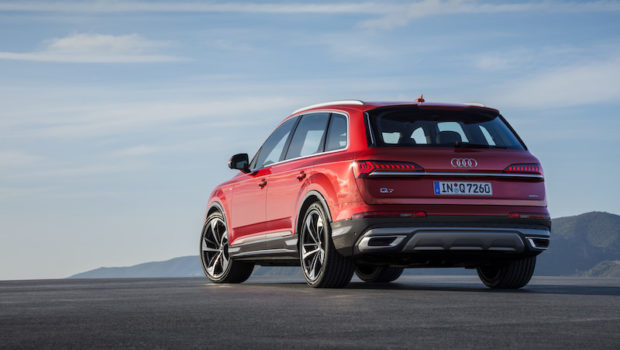 Audi Q7 Matador red