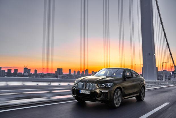 Neuer BMW X6 Fahrend