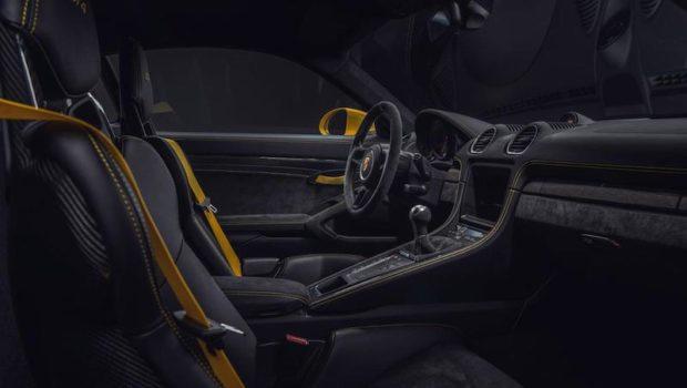 Porsche 718 Cayman GT4 Cockpit