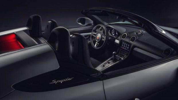 2019 Porsche 718 Spyder Cockpit