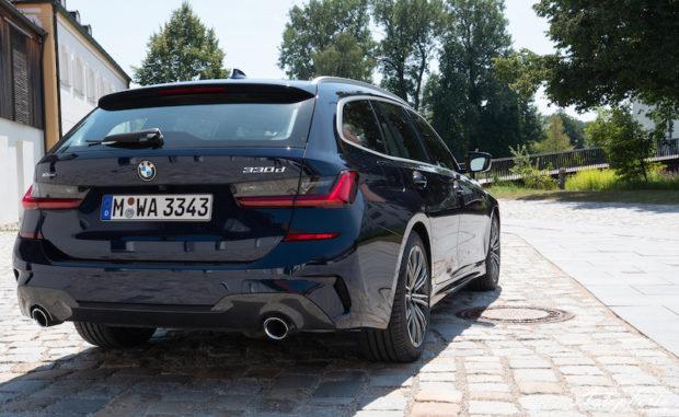 BMW 330d xDrive Touring G21 Tansanitblau Metallic Heck