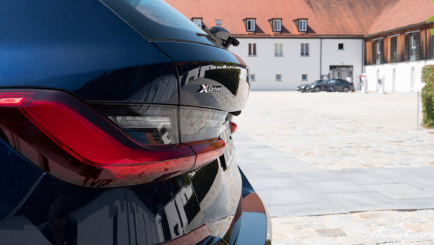 BMW 330d xDrive Touring G21 Tansanitblau Metallic