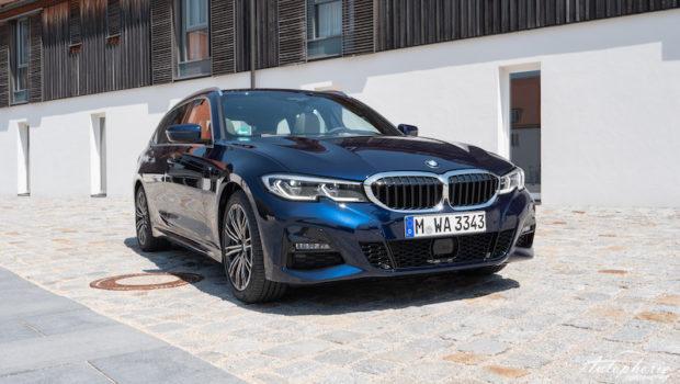 BMW 330d xDrive Touring G21 Tansanitblau Metallic M Sport