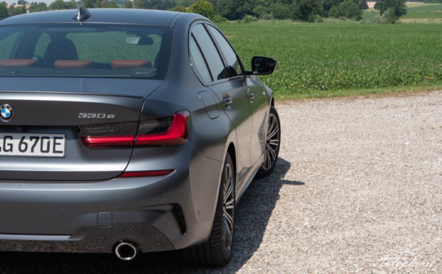 BMW 330e Schriftzug