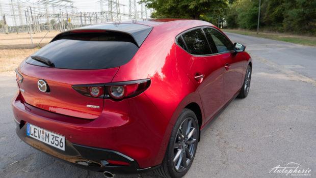 Mazda3 Skyactiv-D 1.8 magmarot C-Säule
