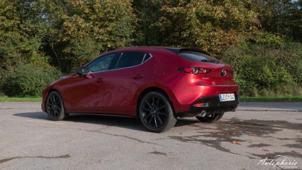 Mazda3 Skyactiv-X Heck magmarot