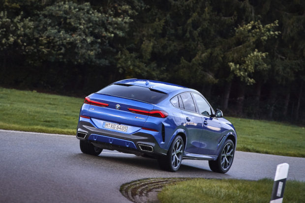 2020 BMW X6 M50i dynamisch