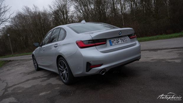 BMW 320i Glacier Silber Sport Line Heck