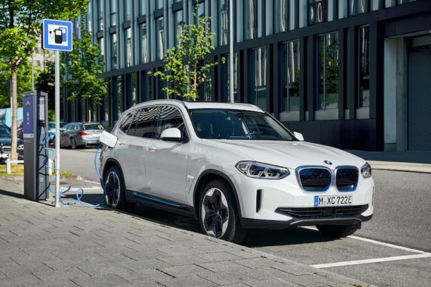 2021-bmw-ix3-laden