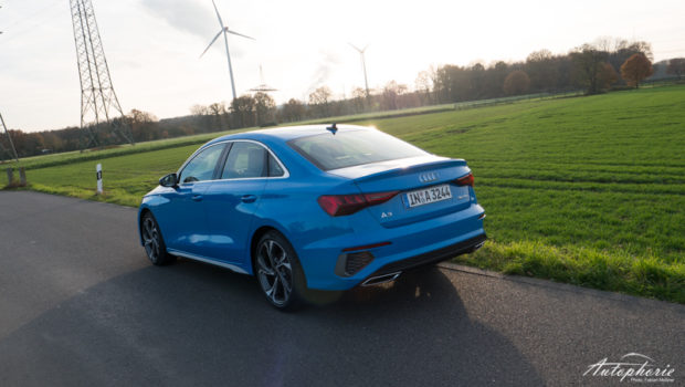 Audi A3 Limousine 35 TDI S tronic turboblau Heck