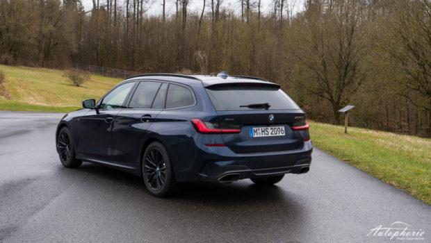 BMW M340d xDrive Touring Tansanitblau metallic Heck