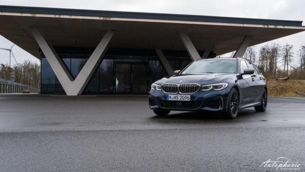 BMW M340d xDrive Touring Tansanitblau metallic front