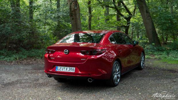2021 Mazda3 Fastback e-Skyactiv X Heck magmarot