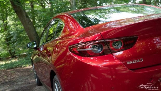 Mazda3 Fastback magmarot