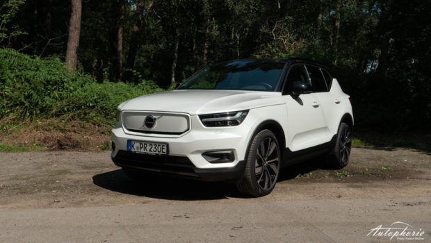 2022 Volvo XC40 P8 AWD Front White Pearl